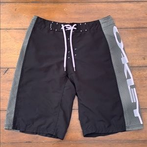 Oakley Men's Board  Shorts size 32
